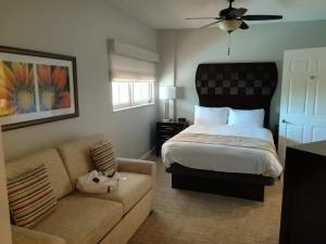 Guest bedroom - Marriott Villas at Doral